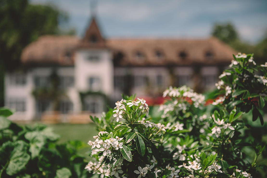 romantique-mariage-bleu-marine-au-chateau-bogis-bossey-vaud(5)