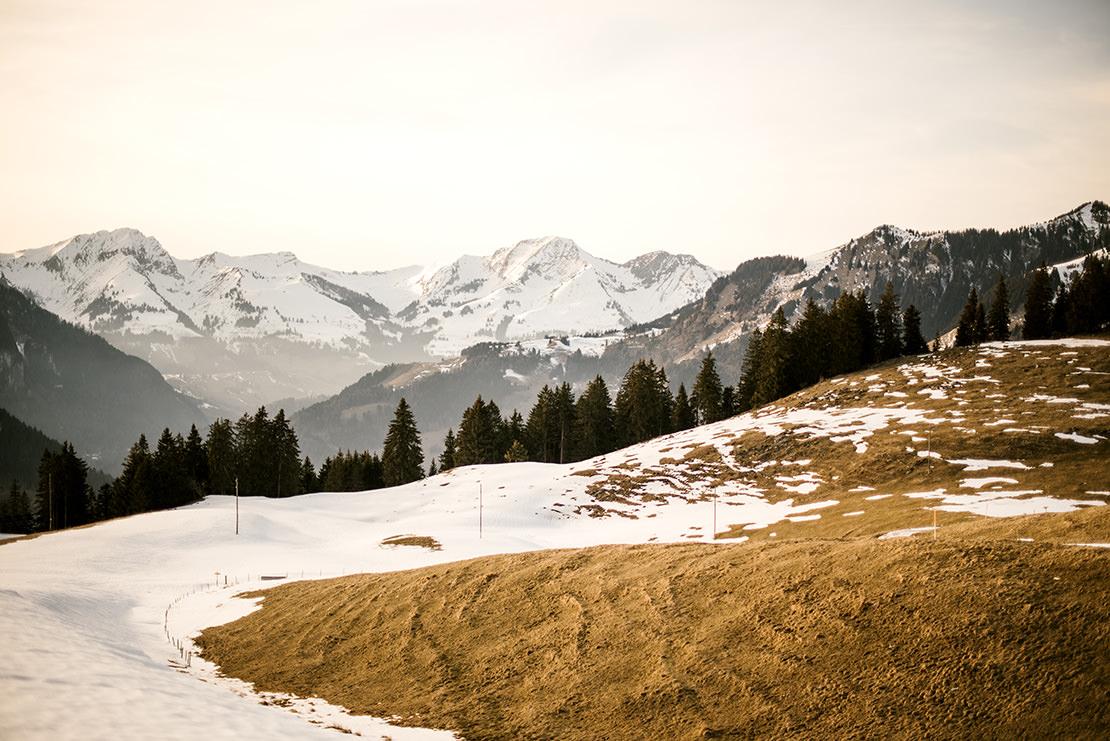 séance engagement dans les montagnes suisse