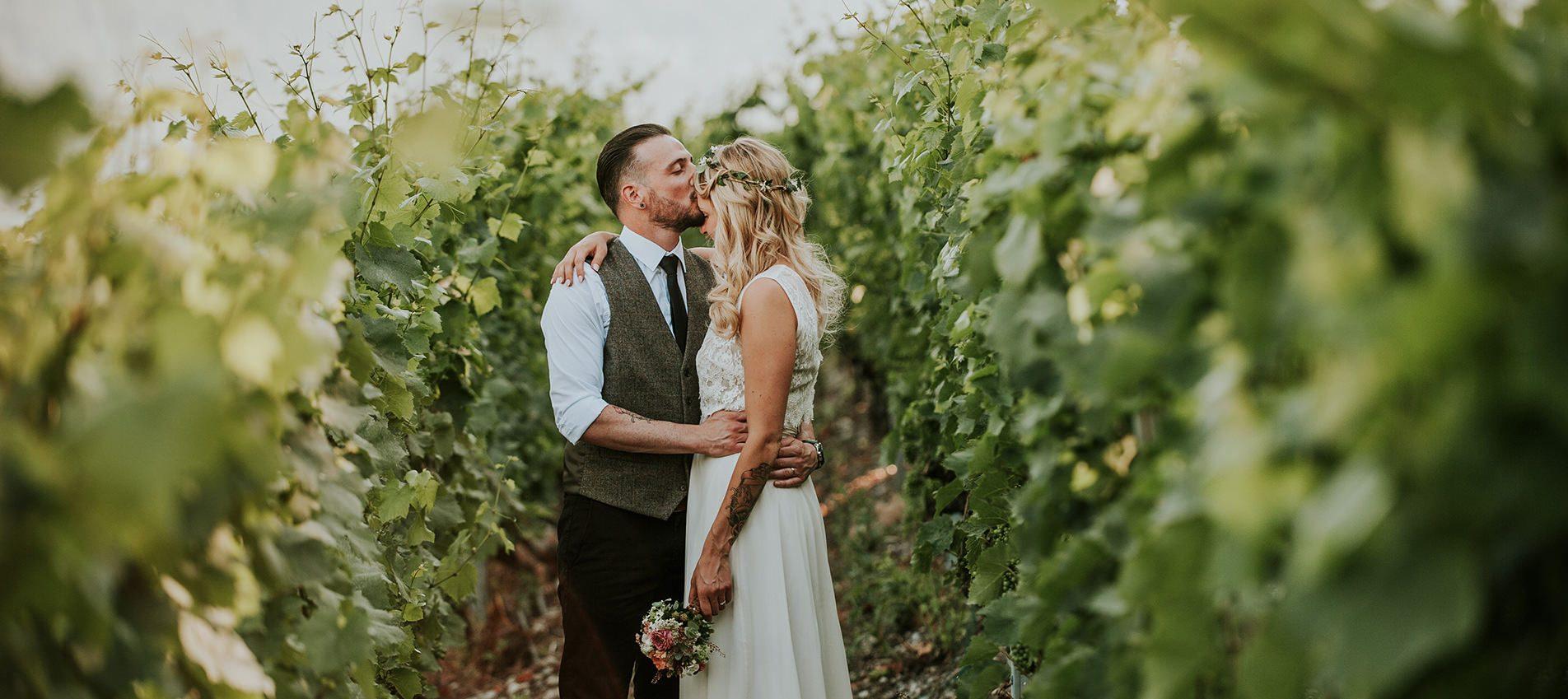 mariage champêtre valais couple tattoo amoureux les vignes