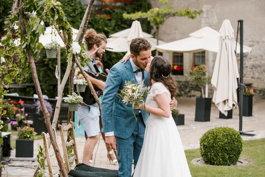 photographe mariage suisse romande MARIAGE BOHÈME VÉGÉTAL AU CHÂTEAU DE VUISSENS