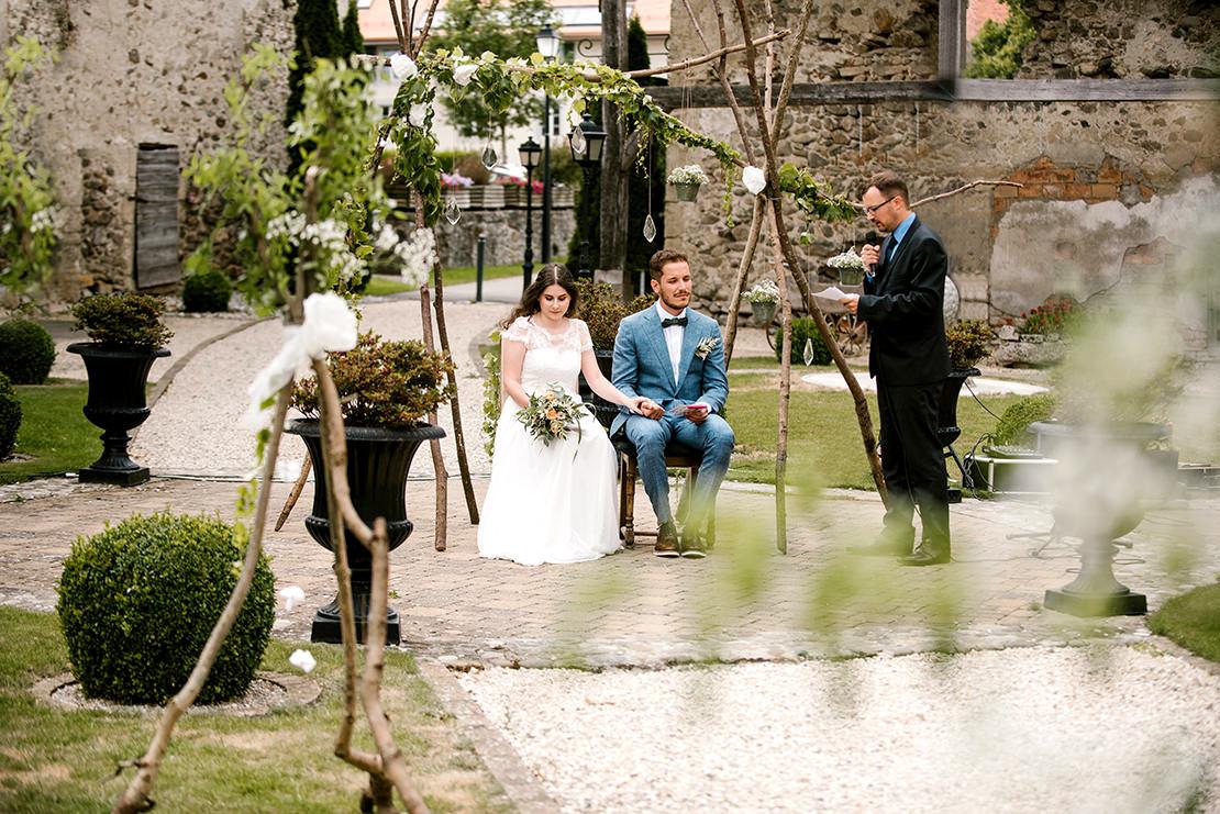 MARIAGE BOHÈME VÉGÉTAL AU CHÂTEAU DE VUISSENS photographe mariage genève